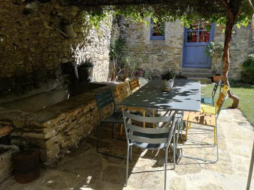 Restaurant ou autre lieu de restauration dans l'établissement Le Mas Bellane