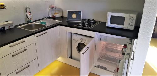 Köök või kööginurk majutusasutuses Guest House Bermuuda Apartments