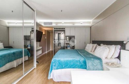 A bed or beds in a room at Apart Kubitschek Plaza