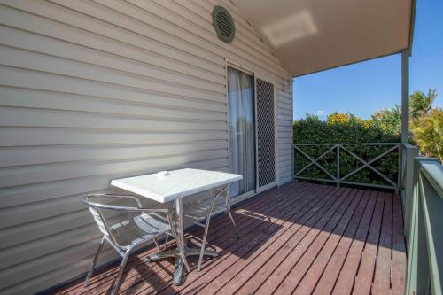 A balcony or terrace at Karrinyup Waters Resort