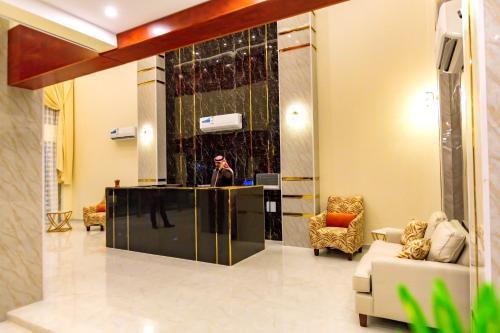 O saguão ou recepção de Al Massa Homes Residential Units 2