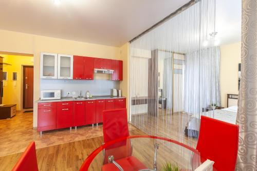 Кухня или мини-кухня в Апарт-отель 7 этажей Тюмень Центр
