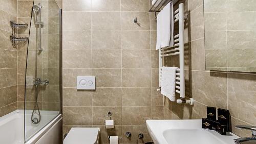 Ванная комната в The Admiral Hotel