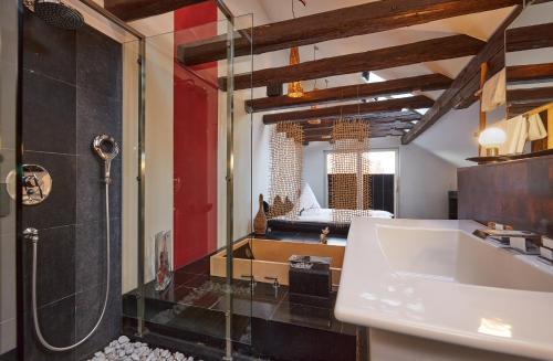 A bathroom at Der Zauberlehrling