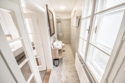 A bathroom at OH Apartments & Rooms