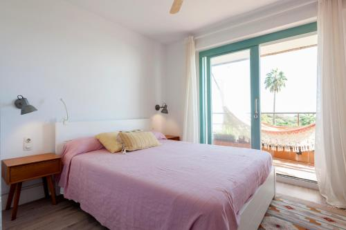 A bed or beds in a room at Gavamar Castelldefels Beachfront Apartment- Direct access to the beach