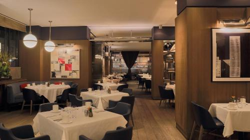A restaurant or other place to eat at Loews Regency New York Hotel