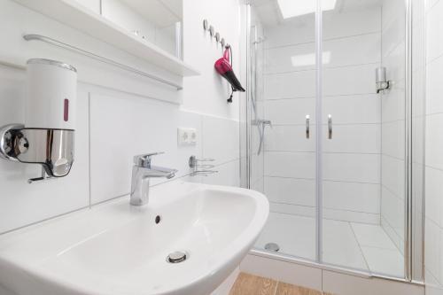 A bathroom at N8-Hotel by Villa-Dörr