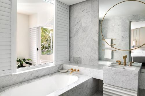 A bathroom at Sheraton Grand Mirage Resort, Port Douglas