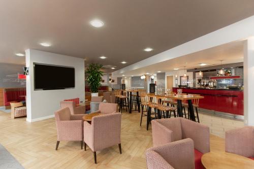 The lounge or bar area at Ramada Encore Newcastle-Gateshead