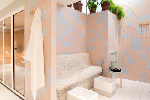A bathroom at The Green Elephant Hostel & Spa