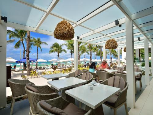 A restaurant or other place to eat at Henann Regency Resort and Spa