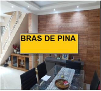A restaurant or other place to eat at Casa Bras de Pina