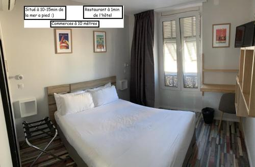 A bed or beds in a room at Hotel de Berne
