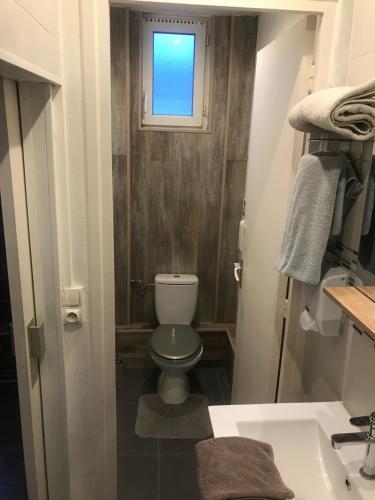 A bathroom at Hotel Bernieres
