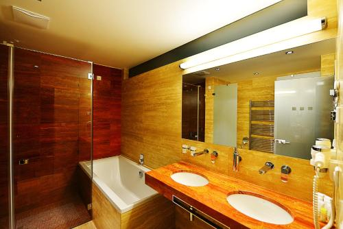 A bathroom at Antonie Hotel****superior