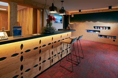 The lounge or bar area at Hotel Central Wolter - Grindelwald