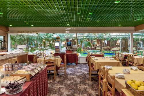 A restaurant or other place to eat at Hotel Venezia