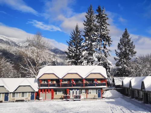Alpine Inn & Suites during the winter