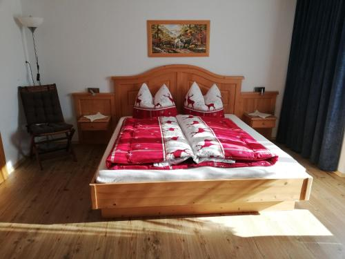A bed or beds in a room at APPARTEMENT EBERHARTER Conny