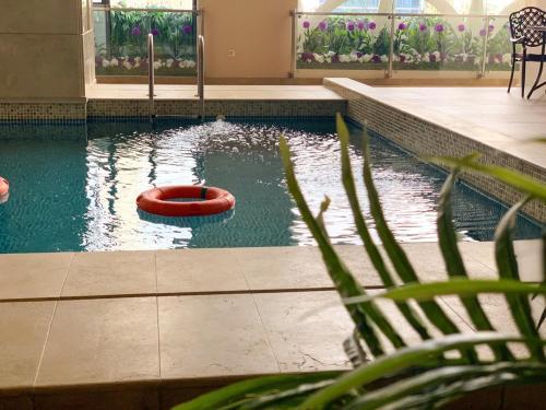 المسبح في فندق فيوليت العزيزية أو بالجوار