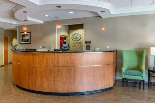 The lobby or reception area at Comfort Suites Amish Country