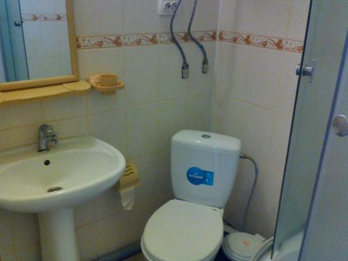"Ванная комната в Gostievoi dom ""Dzhielip"""