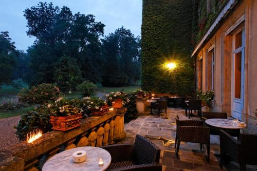 A restaurant or other place to eat at Château d'Adomenil