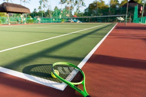 Tênis e/ou squash em NANNAI Muro Alto ou nos arredores