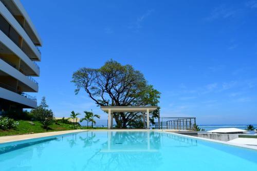 A piscina localizada em Manuia standing apartment -with sea view pool gym - 4 people ou nos arredores