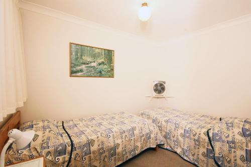 A bed or beds in a room at Sha na na Unit 6, 75 Edmund Street