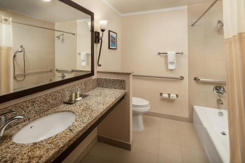 A bathroom at DoubleTree by Hilton Claremont