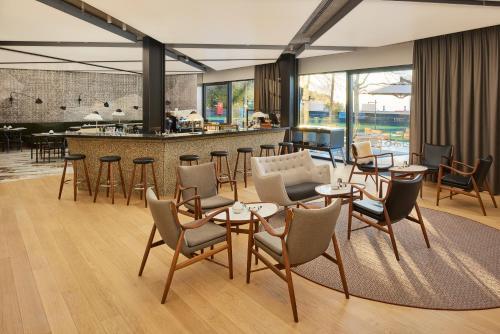 El salón o zona de bar de briig boutique hotel
