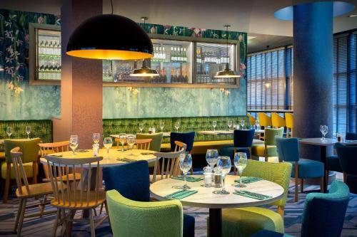 A restaurant or other place to eat at Jurys Inn Swindon