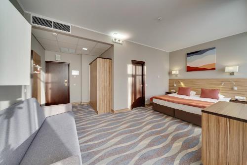 Кровать или кровати в номере Репино Cronwell Park Отель и СПА