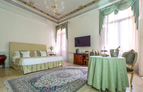 A seating area at Hotel Palazzo Vitturi