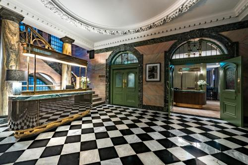 The lobby or reception area at Stock Exchange Hotel
