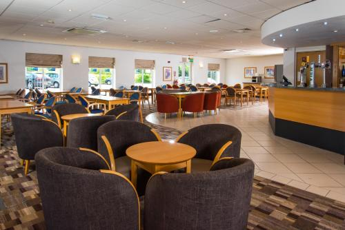 The lounge or bar area at Holiday Inn Express Gloucester - South, an IHG Hotel