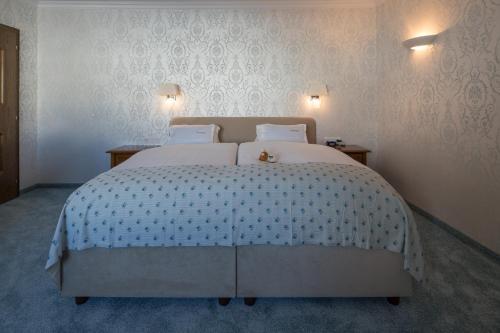 Ein Bett oder Betten in einem Zimmer der Unterkunft Hotel Albona Nova