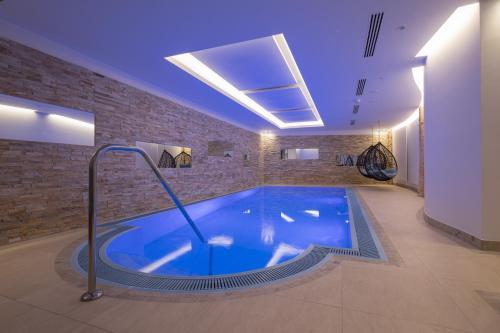 Der Swimmingpool an oder in der Nähe von Hotel Albona Nova