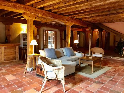 A seating area at Casona de Saltus, casa con encanto en Sotosalbos