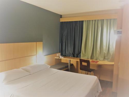 Cama ou camas em um quarto em ibis Belo Horizonte Savassi