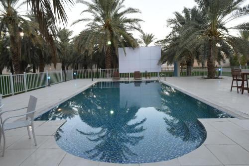 A piscina localizada em Gina Alkhalil Chalets ou nos arredores