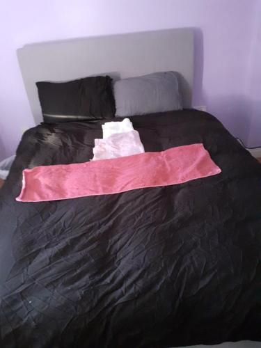 A bed or beds in a room at Double Room in Honiton House