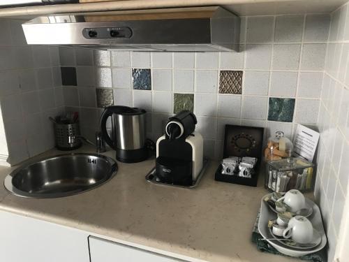 Set per la preparazione di tè e caffè presso La casa nel sole - Boutique B&B