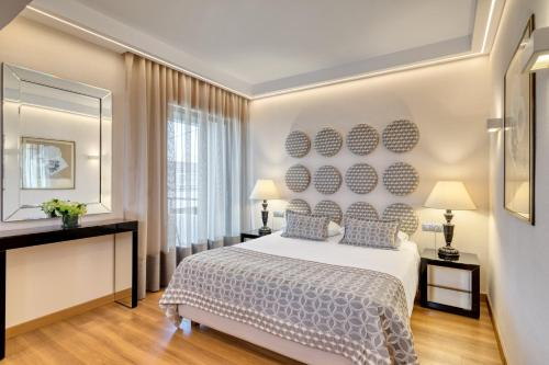A bed or beds in a room at Divani Palace Acropolis