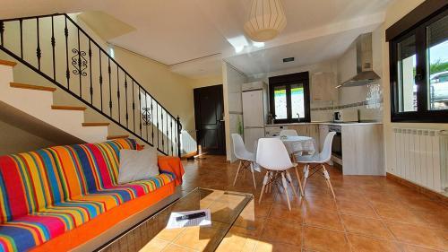 Zona de estar de Apartamentos Virgen de Tironcillo