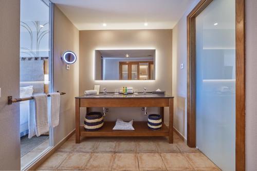 Salle de bains dans l'établissement Secrets Lanzarote Resort & Spa - Adults Only (+18)