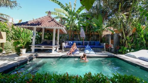 Der Swimmingpool an oder in der Nähe von The Hideout Hostel