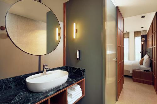 A bathroom at Met Hotel Amsterdam